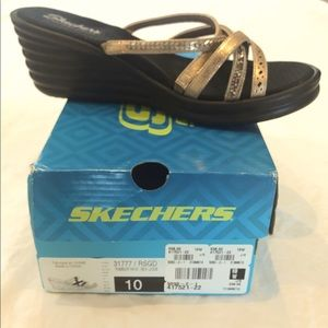 SKETCHERS NWT 10W WEDGES